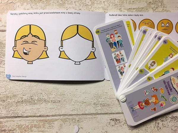 karty ze zdjęciami lub ilustracjami twarz